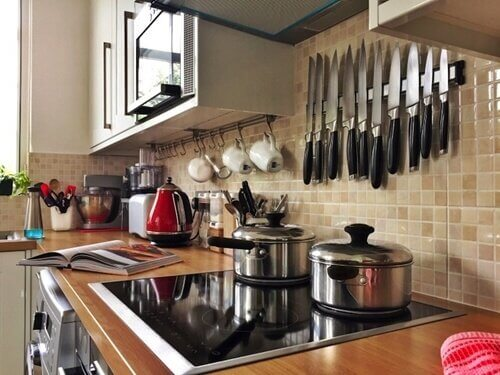 A simple kitchen can also be a small one.