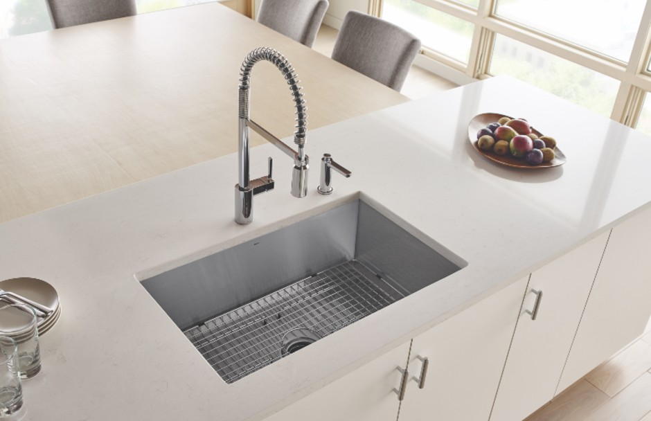 Moen Kitchen Faucet and Sink With Side Tap