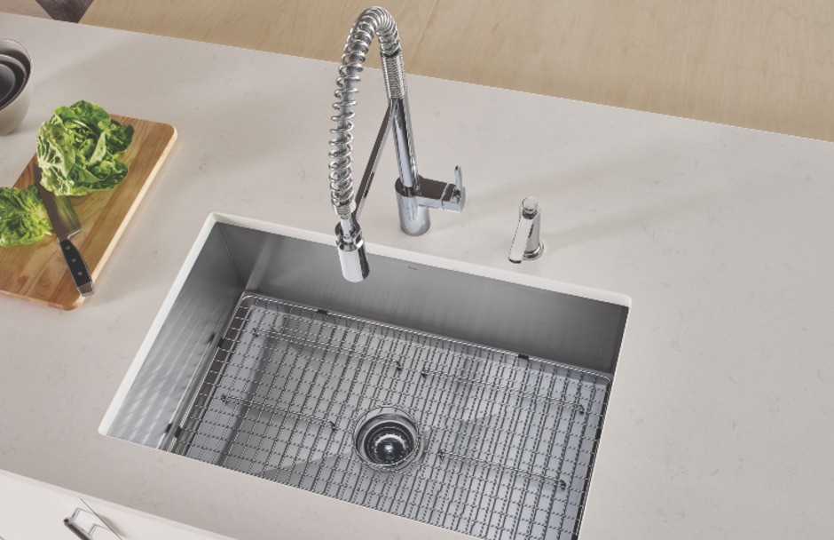 Moen Kitchen Faucet and Sink