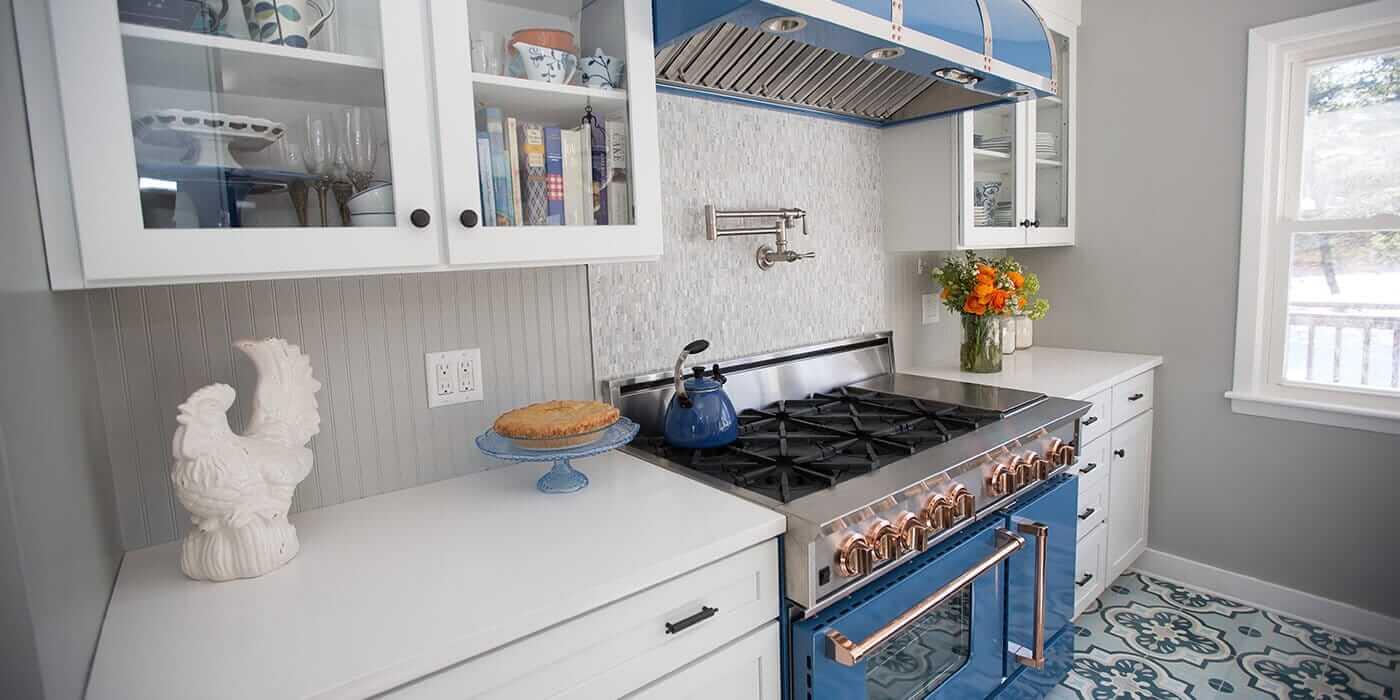 electric vs gas stove gas stove kitchen bath classics. Black Bedroom Furniture Sets. Home Design Ideas